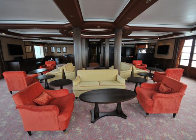 Lounge, Caledonian Sky, Adventure Cruises