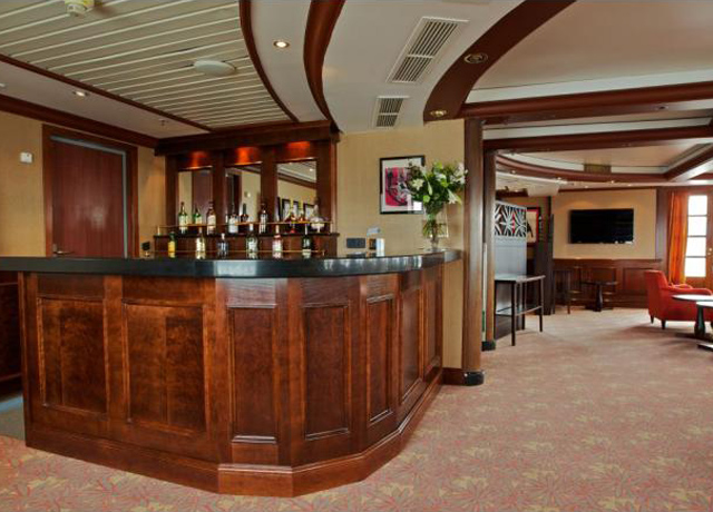 Bar, Caledonian Sky, Bear cruise Russia