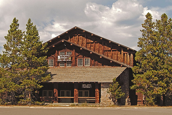 Old faithful snow lodge yellowstone lodges for Yellowstone log cabin hotel