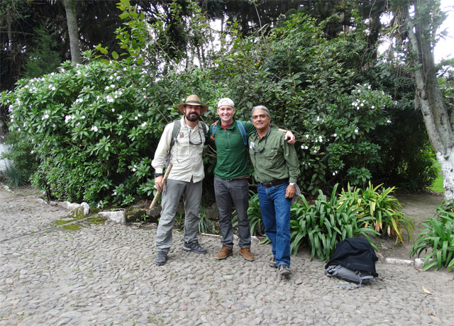 Standing between two of Nat Hab's longtime guides (Zapa and Roberto Plaza) in Otavalo, Ecuador, in April 2014.