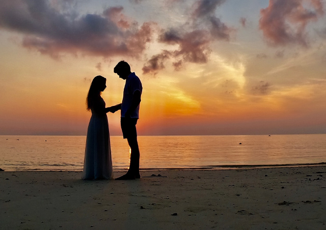 Sarah and Brent exchanged vows at sunrise on Sunrise Beach on the Thai island of Koh Lipe.