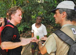 David Greer, WWF´s African Great Apes Leader (L) and Carlos Drews, WWF´s Director of the Global Species Programme ( R) discussing in Dzanga Sangha, Central African Republic. Photo © WWF-Canon/Carlos Drews
